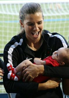 Tobin Heath with sisrer's child Soccer Stars, Soccer Usa, Nike Soccer, Soccer Cleats, Heath Quotes, Soccer Pictures, Soccer Pics, Female Soccer Players, Alex Morgan Soccer
