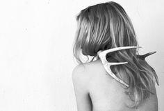 Lumen et UmbraさんはInstagramを利用しています:「#lumenetumbra#ss16collection#women#horn#details#blackandwhite#demetra#blonde#minimalism#photo#avantgarde#madeinitaly#francescapetrangelimakeup」
