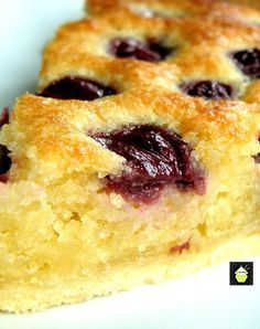 Cherry Frangipane, a lovely recipe and so full of flavor. The filling is a lovely soft almond cake with cherries on the top, baked in a pastry case., ¿Quieres hacer postres en casa pero no dispones delaware horno a not any lo apetece . Cherry Recipes, Tart Recipes, Sweet Recipes, Baking Recipes, Unique Recipes, Sweet Pie, Sweet Tarts, Just Desserts, Delicious Desserts
