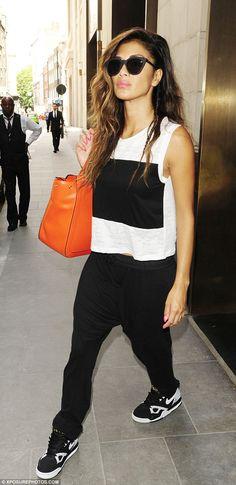 Nicole Scherzinger with a Milli Millu 'Zurich' bag in London.
