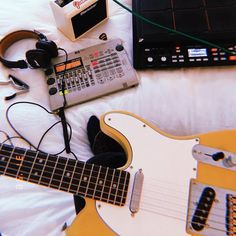 Play Music Easily With These Simple Guitar Tips. Have you had the experience of picking a guitar up and wanting to play it? Ukulele, Music Guitar, Guitar Case, Playing Guitar, Easy Guitar, Guitar Tips, Guitar Lessons, Music Aesthetic, Retro Aesthetic
