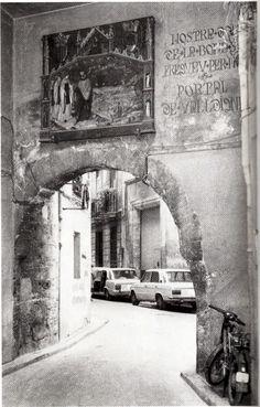 Barcelona Street, Alicante, Granada, Where To Go, Trip Planning, Europe, Explore, Black And White, City