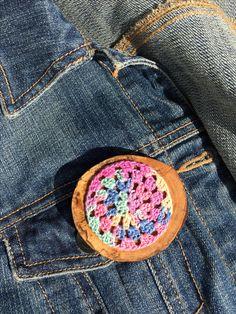 Crochet updated brooch on wood! Workshop, My Etsy Shop, Brooch, Crochet, Wood, Atelier, Woodwind Instrument, Crochet Crop Top, Trees