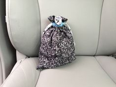 """Emergency diaper bag"" for the car (aka a simple DIY drawstring pouch)."