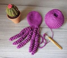 Crochet powders help premature babies in recovery Crochet Dinosaur, Crochet Octopus, Crochet Birds, Cute Crochet, Crochet Flowers, Knit Crochet, Baby Octopus, Crochet Eyes, Crochet Decoration