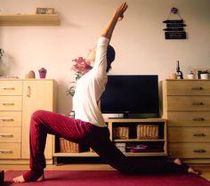 Domácí cvičení je nejlepším prostředkem, jak bojovat s nedostatkem volného času. Každý po práci spěchá za svými povinnostmi a vymlouvá se na to, že není čas jít si zaběhat nebo někam zacvičit. Ale na konci dne doma skoro každý na chvíli lehne do pohodlí obývacího pokoje. Co pak na to říká naše tělo