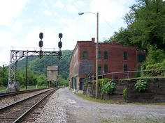 The Abandoned Settlements Inside National Parks | Travel | Smithsonian. Established in 1900, Thurmond, West Virginia, once served as a center of commerce due to its location on the mighty Chesapeake & Ohio railroad and proximity to nearby coal mines. For over 30 years it thrived as a railroad town, catering to nearly 100,000 people a year. Restaurants, banks, dry good stores and hotels came to town (the most famous hotel being the Dunglen, known for the legend that it hosted the world's…