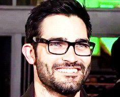 He looks like this in glasses. | Tyler Hoechlin Is The Hottie Dork You've Been Waiting For. He looks like my ex. Damn it!