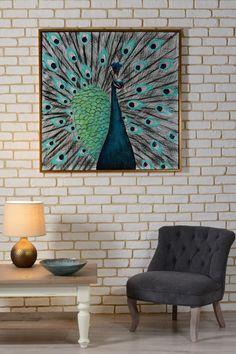 Un design minimalist pus în valoare de contrastul tabloului PĂUN TURCOAZ vine să-ți personalizeze livingul în stilul propriu, un stil cu bun gust și mult curaj. #homedeco #deco #decoratiuni #masuta cafea#tablou#bol#lampa #veioza#mic mobilier