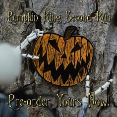 King Pin, Diy Pins, Cool Pins, Jack Skellington, Nightmare Before Christmas, Lapel Pins, Patches, Graphic Design, Halloween