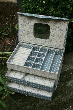 The Edwardian Lady Box Set - Happiness Is Cross Stitching Cardboard Paper, Cardboard Furniture, Cardboard Crafts, Diy Furniture, Paper Crafts, Diy Pet, Carton Diy, Diy Karton, Cardboard Organizer
