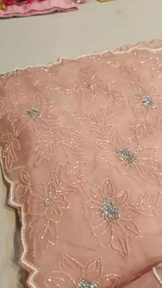 Fancy Sarees Party Wear, Party Wear Indian Dresses, Kurti Designs Party Wear, Dress Party, Saree Embroidery Design, Flower Embroidery Designs, Embroidery Fashion, Hand Embroidery Projects, Hand Embroidery Videos