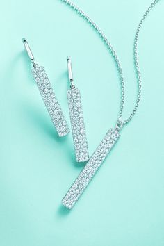 TIFFANY & CO. Metro Narrow Bar Pendant and Earrings – When seashore sunlight dances with diamonds, the effect is breathtaking. Tiffany And Co, Tiffany Blue, Fashion Accessories, Fashion Jewelry, Bellatrix, Tiffany Jewelry, All That Glitters, Diamond Are A Girls Best Friend, Swagg