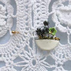 Les bijoux des Funambuleries Terrestres faits à la main en drôme provençale, des créations en porcelaine, en grès parfois agémentés d'or ou de platine Boutique, Turntable, Porcelain, Handmade, Jewerly, Boutiques