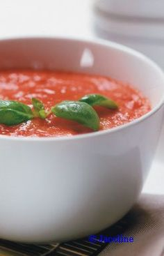 Gezond leven van Jacoline: Eenvoudige tomatensoep Soup Recipes, Dinner Recipes, Healthy Recipes, Good Food, Yummy Food, Food Videos, Healthy Living, Paleo, Meals