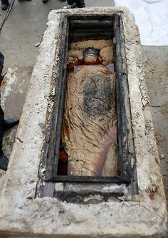 They were amazed to see the body and contents in near perfect condition after being underground for over 700 years. | Ancient Mummy Found While Doing Construction