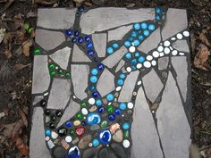 I like the idea of caulking glass beads to the sides of a cinderblock raised garden bed. or making stepping stones/decorative pieces with broken glazed pots, loved glass pieces. Pebble Mosaic, Mosaic Art, Mosaic Glass, Garden Crafts, Garden Projects, Garden Ideas, Paving Ideas, Landscaping Ideas, Backyard Landscaping