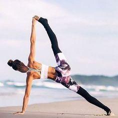 Такие средства йоги как асаны, позволяют нам почувствовать, что есть нечто, улучшающее физическую форму. Медитация дает нам возможность наблюдать процесс мышления и понять, что если мы способны сидеть и наблюдать, как возникают мысли, значит, мы представляем собой нечто большее, чем ум. Именно в этом сила практики йоги: она не столько говорит, сколько показывает нам, кто мы есть на самом деле. Если, выполняя асаны, вы чувствуете пульсацию жизненной энергии, вы можете перестать отождествлять…