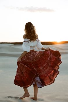 The Bohemian Lifestyle on Covetboard features an eclectic mix of bohemian decor and fabulous boho fashion. Covet bohemian fashion now on Covetboard. Gypsy Style, Hippie Style, Bohemian Style, Boho Chic, Hippie Look, Bohemian Lifestyle, Bohemian Skirt, Boho Skirts, Gypsy Skirt