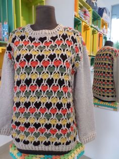 sweter tejido a crochet combinado con doa agujas
