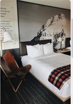 Mountain Modern Motel + Jackson Hotel Reiseverlauf - Mountain Home Decor Mountain House Decor, Mountain Bedroom, Lodge Bedroom, Modern Mountain Home, Home Decor Bedroom, City Bedroom, Modern Cabin Decor, Modern Lodge, Modern Cabins