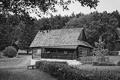 bwstock.photography - photo   free download black and white photos  //  #wooden #house Black White Photos, Black And White, Wooden House, Free Black, Public Domain, House Styles, Photography, Home, Photograph