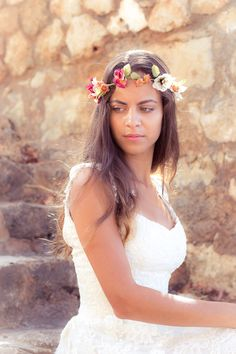 How to choose the perfect accessories for your wedding dress? Tips from @nymphidesign see more here http://www.love4weddings.gr/how-to-choose-your-wedding-accessories/ Photo by Stratos Saranteas  #flowercrown #bridalwreath
