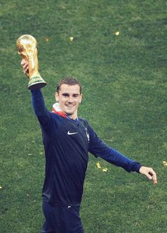 The Prince' and his treasure. Antoine Griezmann, World Cup 2018, Fifa World Cup, Hugo Lloris, France 4, Paul Pogba, World Cup Final, Champions, Soccer Players