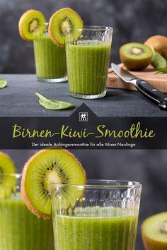 Birnen-Kiwi-Smoothie - Dieser Smoothie ist der ideale Anfängersmoothie für alle Mixer-Neulinge, die sich an die Zubereitung des ersten grünen Smoothies wagen. #smoothie #kiwi #birne #birnen #spinat #ingwer #birnensaft #mixer #blender #erfrischung #getränk #rezept #recipe Kiwi Smoothie, Smoothies, Mixer, Sweet, Desserts, Pear Smoothie, Delicious Smoothie Recipes, Pear Recipes, Twin
