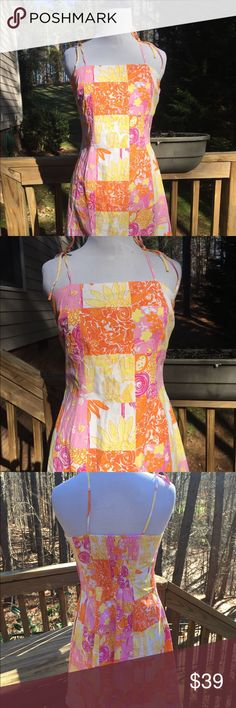 Lily Pulitzer - summer Tank dress Size 6 EC🌺 Beautiful for Summer Lily Pulitzer tank dress Size 6 - bow tied shoulders side zipper ~ Excellant Condition🌺🌺💜. Top to bottom est 34- armpit to armpit 15 Inch est. Lilly Pulitzer Dresses
