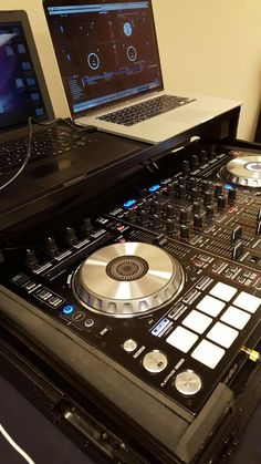 Rehearsal with the MacBook and Serato with pioneer controller