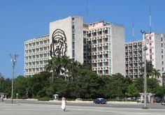 La Plaza de la Revolución (conocida como Plaza Cívica hasta 1959) fue concebida en los años 20 por el arquitecto paisajista francés Jean-Claude Nicolas Forestier, como parte del ambicioso plan de reforma y ensanche de la ciudad de La Habana, que se desarrolló entre los años 1920 y 1959.