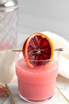 Fruity Alcohol Drinks, Alcohol Drink Recipes, Alcoholic Drinks, Beverages, Blood Orange Cocktail, Blood Orange Margarita, Cocktail Desserts, Cocktail Recipes, Mezcal Margarita
