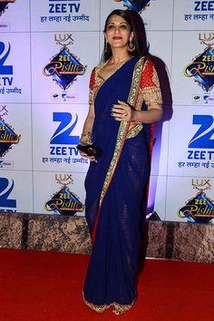 sonali-bendre-at-zee-rishtey-awards