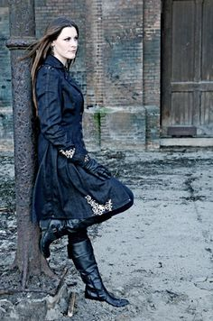 Known for her lead vocals for the group After Forever, and currently touring as lead vocalist for the band, Nightwish! some people have it all! Fille Heavy Metal, Metal Sinfônico, Gothic Metal, Heavy Metal Bands, Metal Girl, Black Metal, Musica Metal, Ladies Of Metal, Divas