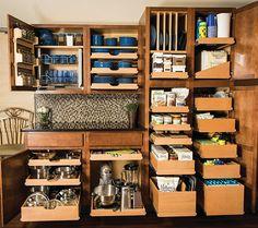 Innovative Sliding Cabinet Shelves to Save your Kitchen Space Kitchen Pulls, Kitchen Redo, Kitchen Pantry, New Kitchen, Kitchen Remodel, Planer Organisation, Kitchen Cabinet Organization, Kitchen Shelves, Pot Organization