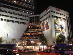 Shopping never ends. Dongdaemun Market, Seoul, South Korea.   http://www.trazy.com/spot/101/Seoul-South%20Korea-Dongdaemun%20Market