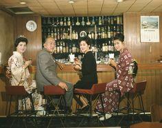 """Mariko Okada, Yasujiro Ozu, Yoko Tsukasa, and Noriko Maki. Yasujiro Ozu, Yoko, Kimono Fashion, Cinematography, Old Photos, Famous People, Christmas Sweaters, Scene, Actors"