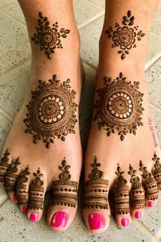 Foot Mehndi Design Easy and Simple 2019 Collection get from this site. You can easily apply this beautiful Feet mehndi design on your foot. Dulhan Mehndi Designs, Mehandi Designs, Mehendi, Mehndi Designs Feet, Legs Mehndi Design, Modern Mehndi Designs, Mehndi Design Photos, Wedding Mehndi Designs, Latest Mehndi Designs