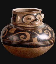 Vasija efigie bicroma  Origen: Panamá  Cultura: Gran Coclé  Pertenece a la zona cultural: América Central e Intermedia