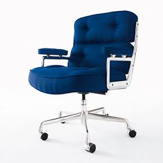 Eames Executive Chair, designed by Charles and Ray Eames for Herman Miller. #EamesExecutiveChair #CharlesandRayEames #HermanMiller #workspace #moderndesign #dwr