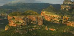 Three Rondavels, Mpumalanga Once known as the Three Sisters, the geological formations known today as The Three Rondavels, are one of the many natural highlights along Mpumalanga's Panorama Route South Afrika, Visit South Africa, Natural Highlights, Beautiful World, Hello Beautiful, Nature Reserve, Geology, Monument Valley, Places To Visit
