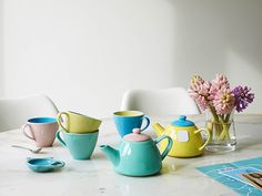 Tea-Pots-and-Tea-Cups-pastel-colour-trend-the-relaxed-home