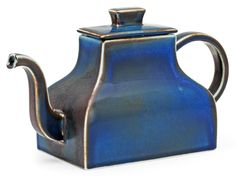 A Signe Persson-Melin stoneware teapot, Rörstrand. Height 15 cm, length 26 cm.. - A Large Private Collection of Swedish Ceramics (Jonason), Stockholm H033 – Bukowskis