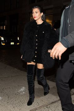 Pin for Later: Kim Kardashian and the Rest of the Kardashian-Jenner Clan Stylishly Step Out in NYC