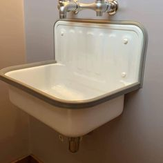 Modern White Kitchen Remodels For A Stunning Space Vintage Bathroom Sinks, Farmhouse Bathroom Sink, White Kitchen Sink, Vintage Sink, Vintage Kitchen Sink, Craftsman Bathroom, Classic Bathroom, Downstairs Bathroom, Bucket Sink