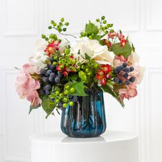 Künstliche Blumen Marina glass vase filled with stunning artificial fleurs - Blumenarrangements im Haus Artificial Floral Arrangements, Flower Arrangements Simple, Vase Arrangements, Artificial Silk Flowers, Fake Flowers, Hydrangea Flower, Flower Pots, Hydrangeas, Most Beautiful Flowers