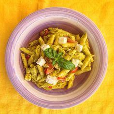 #Garganelli mignon al #pesto con aggiunta, a freddo, di #feta e #pomodorini. Un primo deciso e fresco allo stesso tempo! #OggiLucianaMosconi #LucianaMosconi #pasta