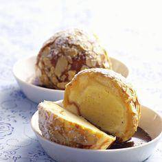 Gebackenes Vanilleeis mit Röstmandeln