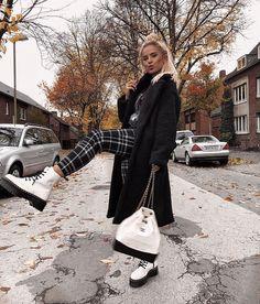 Fashion shoes photography closet 46 ideas Source by yesitsmejulz ideas fashion Combat Boot Outfits, Winter Boots Outfits, Winter Fashion Outfits, Trendy Outfits, Fall Outfits, Summer Outfits, Cute Outfits, Outfit Winter, Combat Boots
